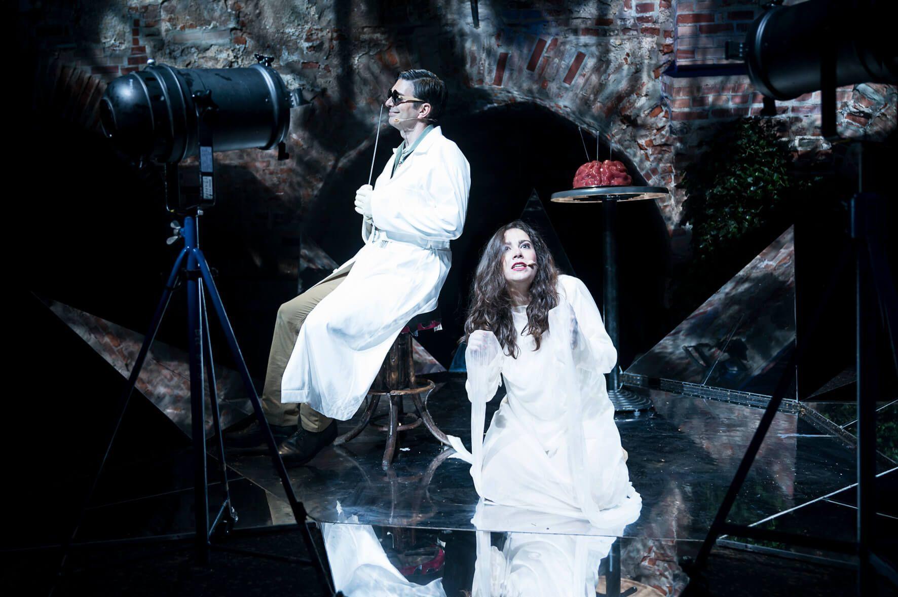Bariton Ivan Oreščanin and Anna Brull in Piazzola's Tango Operita María de Buenos Aires.